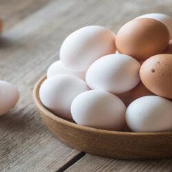 تخم مرغ قهوه ای یا تخم مرغ سفید؟